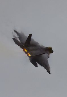 F-22 in Flight at 2013 Avalon Airshow