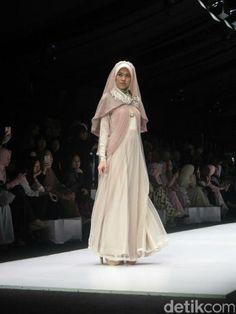 Irna Mutiara Hadirkan Sulam Usus Lampung dalam Koleksi Busana Muslim Terbaru