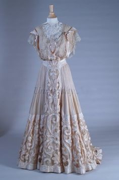 Gown 1905, American, Made of chiffon and silk. I absolutely love the detail at the bottom!