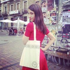 Las #bolsas de #algodón se han convertido en parte del atuendo más trendy