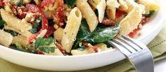 1) stoof tomaten + zongedroogde tomaten 2) stoof spinazie => voeg toe aan tomaten 3) kook pasta 4) pitjes 5) basilicum, mozarella en evt parmezaan toevoegen 6) evt spekjes toevoegen (hoeft niet)