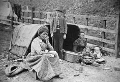 camped at Black Patch Gypsy People, Gypsy Living, Old Photography, Gypsy Wagon, Gypsy Life, Fortune Teller, Vintage Photos, Folk Art, Camping