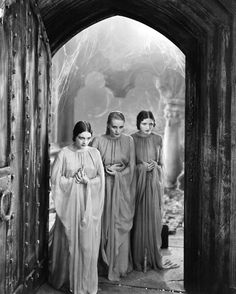 Geraldine Dvorak, Dorothy Tree and Cornelia Thaw in Dracula, 1931