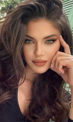 World Most Beautiful Woman, Beautiful Eyes, Pretty Eyes, Brunette Beauty, Hair Beauty, Muslim Beauty, Aesthetic People, Hair Styler, Model Face