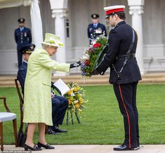 Elizabeth First, Queen Elizabeth Ii, Hm The Queen, Save The Queen, Prince Philip, Prince William, Air Force Memorial, Royal Australian Air Force, Lo Real