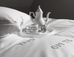 Fresh new bedding, perfect for breakfast in bed! #dromelot #luxury #bedding #pure #white #bedroom #home