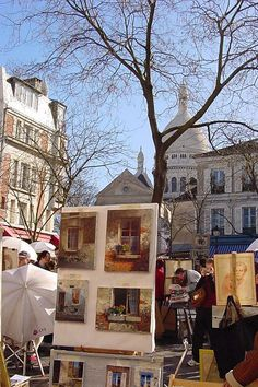 Place du Tertre in Paris, France - a central square for artists, it is only a few streets away from Montmartre's Basilica of the Sacre Coeur and the Lapin Agile (Wikipedia ) - Wikimedia Commons