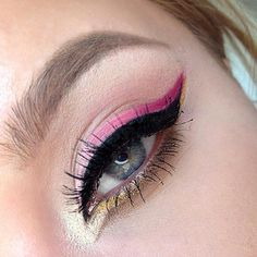 Easy shimmer eye shadow makeup tutorial at http://www.dropdeadgorgeousdaily.com/2015/06/bronze-smokey-eye-makeup-tutorial/