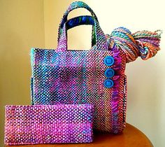 (first photo courtesy of Lauraspinner, and yarn is Nerds on Falkland spun by Laura) Warp was two different two ply handspun yarns, approx light worsted/dk weight. Weft was heavy worsted two ply fa. Loom Weaving, Hand Weaving, Tapestry Bag, Handmade Purses, Weaving Projects, Weaving Patterns, Purses And Bags, Tote Bag, Crochet