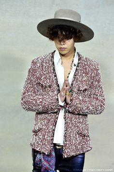 """ 140930 G-Dragon at Chanel S/S 2015 Fashion Show in Paris """