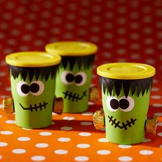 Monster Snack Cups | 20 DIY Halloween Bags, Baskets, And Bowls