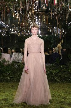 « Sidera » Powder pink tulle draped dress over silver gem-embroidered jumpsuit. Cecil Beaton coronet of ostrich spines.