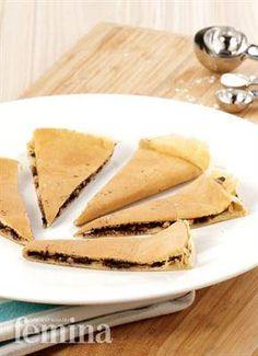 Martabak Tipker Indonesian Desserts, Indonesian Cuisine, Asian Desserts, Indonesian Recipes, Sweet Recipes, Cake Recipes, Snack Recipes, Cooking Recipes, Snacks