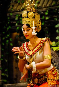 Apsara Dancer, Cambodia Go Siem Reap visit Angkor Wat and stay with Angkor Orchid Central Hotel. http://www.angkororchid.com
