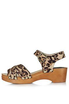 HANOI Clog Sandals by Topshop - Found on HeartThis.com @HeartThis | See item http://www.heartthis.com/product/480726425547362381?cid=pinterest