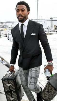Awesome 40 Flawless Black Men Style Ideas That Looks Modern Mens Fashion Suits, Mens Suits, Fashion Outfits, Black Men In Suits, Sharp Dressed Man, Well Dressed Men, Sharp And Dapper, Black Man, Black Plaid