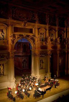Uri Caine e Orchestra del Teatro Olimpico, Beethoven's 33 Diabelli Variations, dir. carlo Tenan > martedì 8 maggio 2012 > Teatro Olimpico - foto di Pino Ninfa / www.vicenzajazz.org
