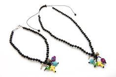 el collar de amuletos de mama y el mio...