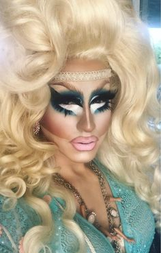 If you're not wearing a broken choker on your forehead, you're not doing drag. Hair by Drag Queen Makeup, Drag Makeup, Makeup Art, Rupaul Drag Queen, Alyssa Edwards, Trixie And Katya, Adore Delano, Queen Photos, Retro Hairstyles