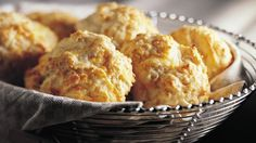 Try Bisquick Heart Smart® Cheese-Garlic Biscuits W. Points Plus You'll just need 1 cup Bisquick Heart Smart® mix, cup fat-free (skim) milk, Bisquick Recipes Biscuits, Garlic Cheese Biscuits, Cheddar Biscuits, Drop Biscuits, Biscuit Recipe, Cookies Et Biscuits, Cheddar Cheese, Flaky Biscuits, Biscuit Bread