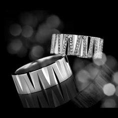 Beyaz altının eşsiz dengesini sağladığı yüzükler ile hayatınızı yeniden şekillendirebilirsiniz...