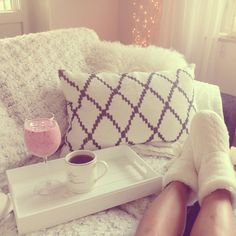 ⭐️Lazy mornings are the best mornings⭐️#rasberrysmoothie#chhatwal#chhatwaljonsson#interior#slippers#cozy#
