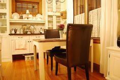 love Cindy's kitchen cupboards