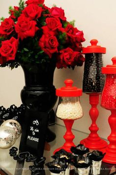 Fifty Shades of Grey decoration ideas to spice up any party! | Decor | Inspiration | Roses | Candy