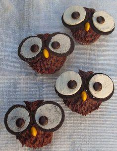 Cupcake Owl CakeCupcake Owl Cake @Zulika Ismail Ismail✨ @Marina Zlochin Zlochin Souza Ideas for the bday party maybe?