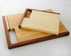 Cutting boards: I love some of these creative designs and it makes me want to never make or purchase a traditional cutting board ever again! Diy Cutting Board, Wood Cutting Boards, Chopping Boards, Wood Design, Diy Design, Design Ideas, Woodworking Plans, Woodworking Projects, Kitchen Board