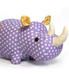 Rhino Fluffy (boneco) padrão de costura por DIY Fluffies | Os melhores padrões de costura para mulheres, meninas, brinquedos e muito mais. Ir para Patterns & Co.