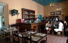 La Taberna El Molino se encuentra en el Hotel Marqués de Prado Ameno, muy cerca de la Plaza de la Catedral y a solo unos metros de la Calle Obispo, arteria fundamental del centro histórico. La Taberna El Molino ofrece platos de cocina criolla e internacional y entre sus especialidades se encuentran el pollo a la sidra y el cerdo caramelizado con miel.