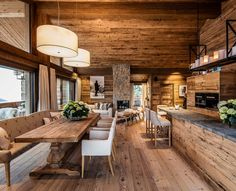 Chalet kitchen is usually identical with wood material and heavy roof design. As the characteristic of the chalet, the presence of wood will retain Chalet Chic, Chalet Style, Mountain Home Exterior, Modern Mountain Home, Design Home App, House Design, Chalet Interior, Cabins For Sale, Rustic House Plans