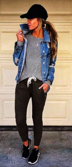 How to wear a black hat denim jacket top khaki pants sneakers ropa informal, jeans Mode Outfits, Fall Outfits, Women Casual Outfits, Fashion Outfits, Jean Outfits, Casual Comfy Outfits, Fashion Ideas, Relaxed Outfit, Summer Outfits Women