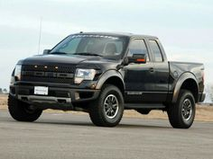 Ford Raptor!!! Want one of these so damn bad!!!!!