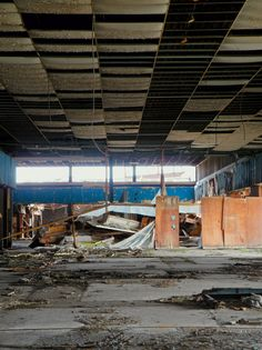 84 pictures of dead malls