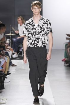 See the complete Todd Snyder Spring 2018 Menswear collection.