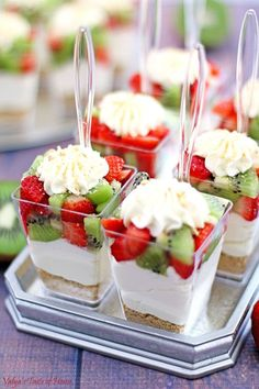 No Bake Strawberry Kiwi Cheesecake. These little individual creamy No Bake Strawberry Kiwi Cheesecake Parfaits cups are party perfect! Super easy to put together. Mini Desserts, Parfait Desserts, Parfait Recipes, Individual Desserts, Party Desserts, No Bake Desserts, Mini Dessert Cups, Party Appetizers, Dessert In A Cup