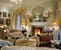 Traditional Living Room by Michael J. Siller and Ike Kligerman Barkley in Houston, Texas Architectural Digest, Classic Interior, Home Interior Design, Georgian Style Homes, Deco Rose, Georgian Interiors, My New Room, Beautiful Interiors, Home Decor Inspiration