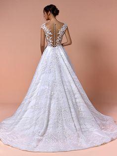 Traumhaftes Brautkleid mit Spitzenapplikationen auf Oberteil und Rock, tiefem V-Neck und Tattoo-Spitze. Rock, Wedding Dresses, Fashion, Haute Couture, Tops, Bridle Dress, Gowns, Bride Dresses, Moda