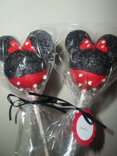 Minnie Mouse Cake Pops.