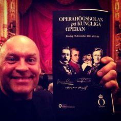 """Jag har sett Operahögskolans föreställning på Kungliga Operan.   """"Jag vet aldrig vilken Wagner som är vilken Wagner, hade jag tänkt skriva, men jag inser nu att jag egentligen tänker på Strauss, som också hette Richard, och som inte ska blandas ihop med valsfamiljen, så bortse helt från den här meningen. Jag vet mycket väl vilken Wagner som är vilken Wagner, eftersom det bara finns en Wagner.""""   http://minstengangiveckan.blogspot.se/2014/12/operahogskolan-pa-operan-2014-dirigent.html"""