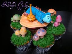 A little something for the biggest Alice in Wonderland Fans. Here's a cute collection of adorable Alice in Wonderland cupcakes! Alice In Wonderland Cupcakes, Caterpillar Cake, Cake Wrecks, Cute Cupcakes, Amazing Cupcakes, Awesome Cakes, Mad Hatter Tea, Mad Hatters, Disney Cakes