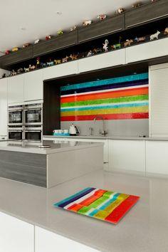 A vibrant striped bespoke fused glass kitchen Splashback with matching glass platter. Kitchen Mosaic, Glass Kitchen, Fused Glass Plates, Fused Glass Art, Bathroom Splashback, Melting Glass, Kiln Formed Glass, Glass Wall Art, Glass Panels