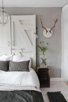 17 Stunning Master Bedroom Design Ideas – My Life Spot Diy Interior, Headboard Alternative, Home Bedroom Design, Modern Mountain Home, Gravity Home, Industrial House, Vintage Industrial, Dream Bedroom, Home And Living