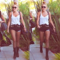 hipster hipsters style fashion grunge clothes clothing miley cyrus miley cyrus has major style fashionable celebrities celeb actress singer models model beautiful girl with amazing style i love her