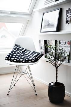 Monochrome Black And White Interior, Gray Interior, Interior Styling, Design Simples, Boho Deco, House Entrance, Eames, Scandinavian Home, Home Office Decor