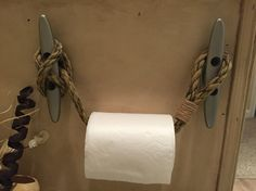 Nautical cleat toilet paper holder