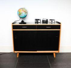 Petit meuble de rangement des années 60 leshappyvintage.fr