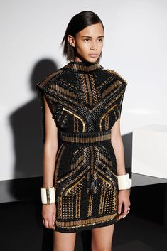Balmain Resort 2015 fashion show - Balmain of 2019 Trends Fashion Details, Look Fashion, High Fashion, Fashion Show, Outfit Formal Mujer, Couture Fashion, Runway Fashion, Looks Style, My Style